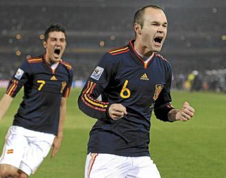 Iniesta celebrando un gol con la selecci�n espa�ola