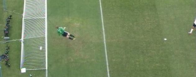 La repetici�n no deja lugar a dudas: el bal�n entr� en el disparo lejano de Lampard.