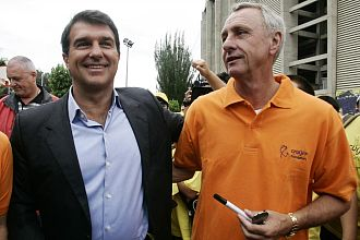 Cruyff habla con Laporta