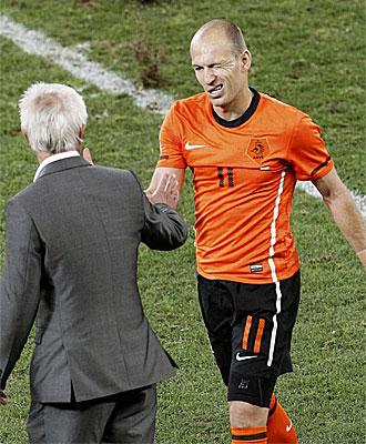 Arjen Robben en el momento de ser sustituido en el partido ante Eslovaquia