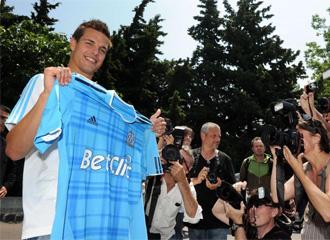 C�sar Azpilicueta, durante su presentaci�n como jugador del Olympique de Marsella