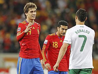 Llorente saluda a Ronaldo al t�rmino del partido