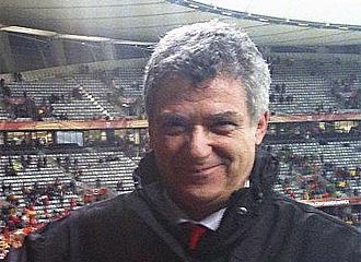 �ngel Mar�a Villar posa para MARCA durante el partido.