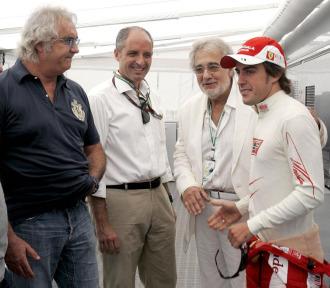Briatore departi� con Alonso antes de la carrera del Gran Premio de Valencia