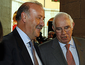 Aragon�s y Del Bosque, en un gesto de gran cordialidad