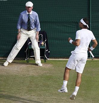 Rafa Nadal celebra un punto en el partido con Soderling.