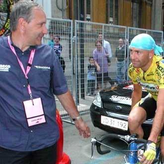 Martinelli y Pantani juntos despu�s de que el director cambiase la Mercatone Uno por Saeco