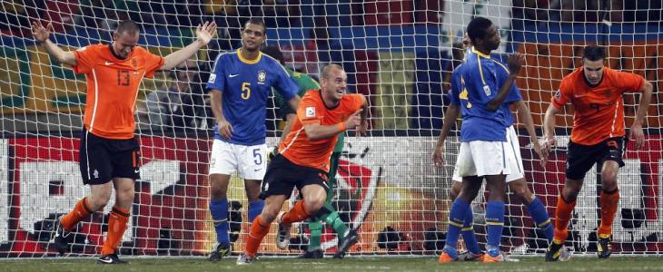 Sneijder celebra el segundo gol de Holanda