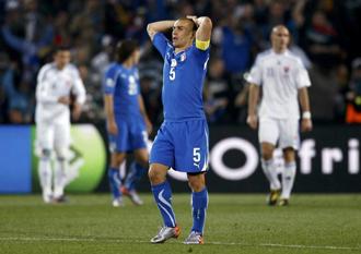 Cannavaro se lamenta tras la eliminaci�n de Italia