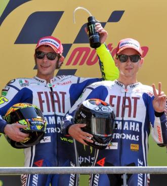 Rossi y Lorenzo, en el podio del Gran Premio de Francia de este a�o