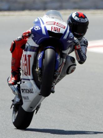 Jorge Lorenzo, a los mandos de su Yamaha en Montmeló