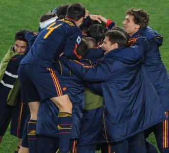 Los jugadores de Espa�a festejan el pase a semifinales