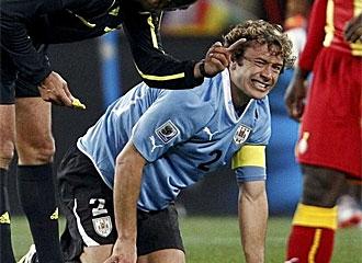 Lugano se lesion� frente a Ghana.