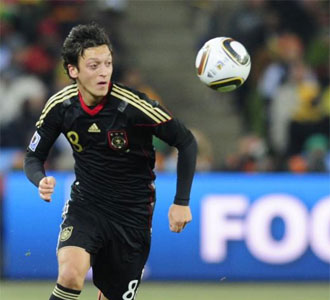 Mesut �zil, durante un partido con Alemania.