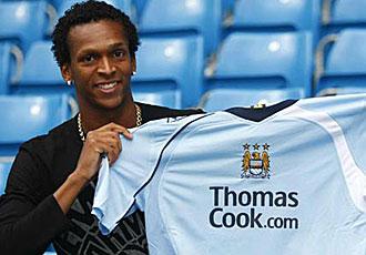 Jo Alves, el d�a de su presentaci�n como jugador del Manchester City