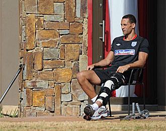Ferdinand, durante su lesi�n en el Mundial