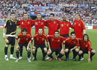 Un once para la historia: Casillas, Marchena, Ramos, Capdevila, Senna, Torres, Silva, Iniesta, Xavi, Cesc y Puyol
