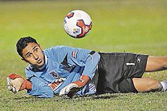 Keylor Navas, en la imagen durante un partido con su anterior equipo, el Saprissa costarricense, jugará en el Albacete esta próxima temporada