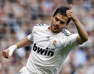 Fernando Gago, durante un partido del Real Madrid la pasada temporada.