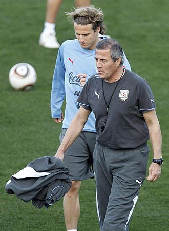 Forl�n y Tabarez, en un entrenamiento de la selecci�n uruguaya.