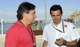 De la Rosa conversa con Carlos Sainz en el �ltimo Gran Premio de Europa, disputado en Valencia.