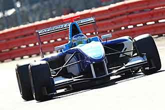 Merhi remont� 14 posiciones en Silverstone