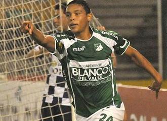 El joven Muriel celebra un gol con su equipo.