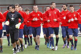 Los jugadores de Osasuna, durante un entrenamiento del conjunto navarro.