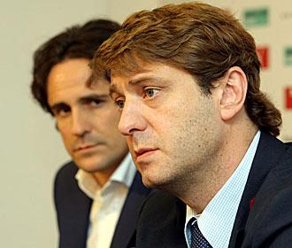 Carlos Su�rez y Garc�a Calvo, durante una rueda de prensa