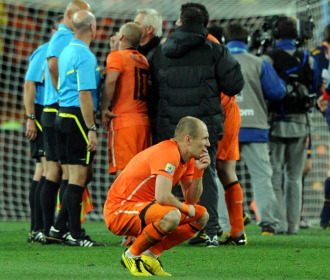 Robben se lamenta tras la final.