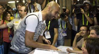 Guardiola acudi� a votar sin su futuro como blaugrana todav�a concretado