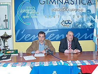 Pablo S�mano, a la izquierda, el d�a que se convirti� en nuevo presidente de la Gimn�stica