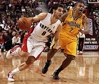 Jos� Manuel Calder�n jugando con los Raptors