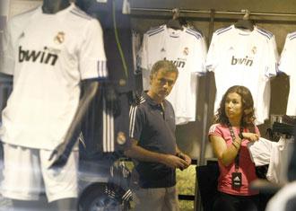Mourinho estuvo de compras en la tienda del Real Madrid el pasado mes de junio