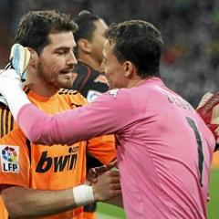 C�sar saluda a su ex compa�ero Casillas