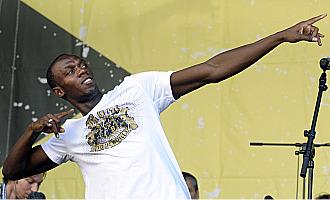 T�pico gesto de Usain Bolt repetido en la rueda de prensa que ofreci� en Par�s