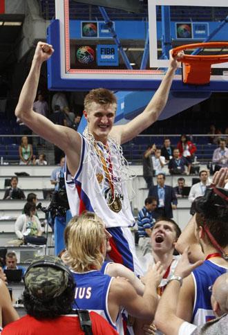 Kirilenko, tras proclamarse campe�n de Europa en Madrid en el a�o 2007 ante Espa�a
