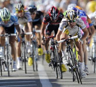 Cavendish en pleno sprint final.