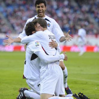 Miguel Torres y Soldado dan el relevo en el primer equipo del Real Madrid a Pedro Le�n