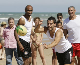 Negredo y Kanoute, t�ndem de lujo en las playas de Costa Ballena.