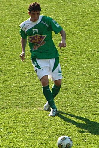 Castellani, nuevo mediapunta del Villarreal B, durante un partido con Ferrocarril Oeste, su anterior equipo