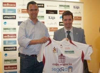 David Madrid posa con la camiseta de su nuevo equipo