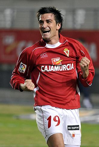 Natalio celebra con sus compa�eros uno de los 9 goles marcados el a�o pasado en Murcia, cifra que espera superar ahora en el Tenerife