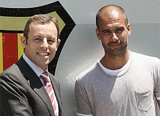 Rosell y Guardiola tras la firma de renovaci�n del t�cnico.