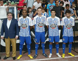 El Deportivo con Lendoiro a la cabeza presentando a sus nuevos fichajes para la temporada 2010/2011