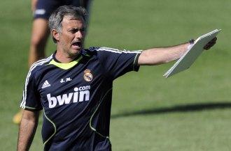 Mourinho dirige un entrenamiento del Real Madrid