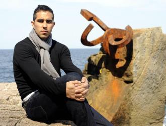 Bravo posa para MARCA en 'El peine de los Vientos' de Chillida.