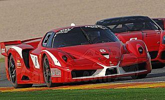 Gen� pilotando el Ferrari en la exhibici�n de Cheste