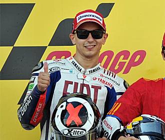 Lorenzo sonr�e en el podio de Sachsenring.
