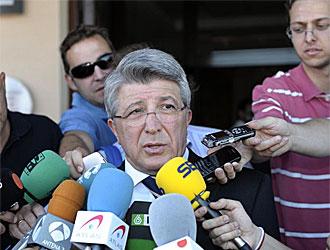 Cerezo atiende a los medios en la Ciudad del F�tbol en Las Rozas